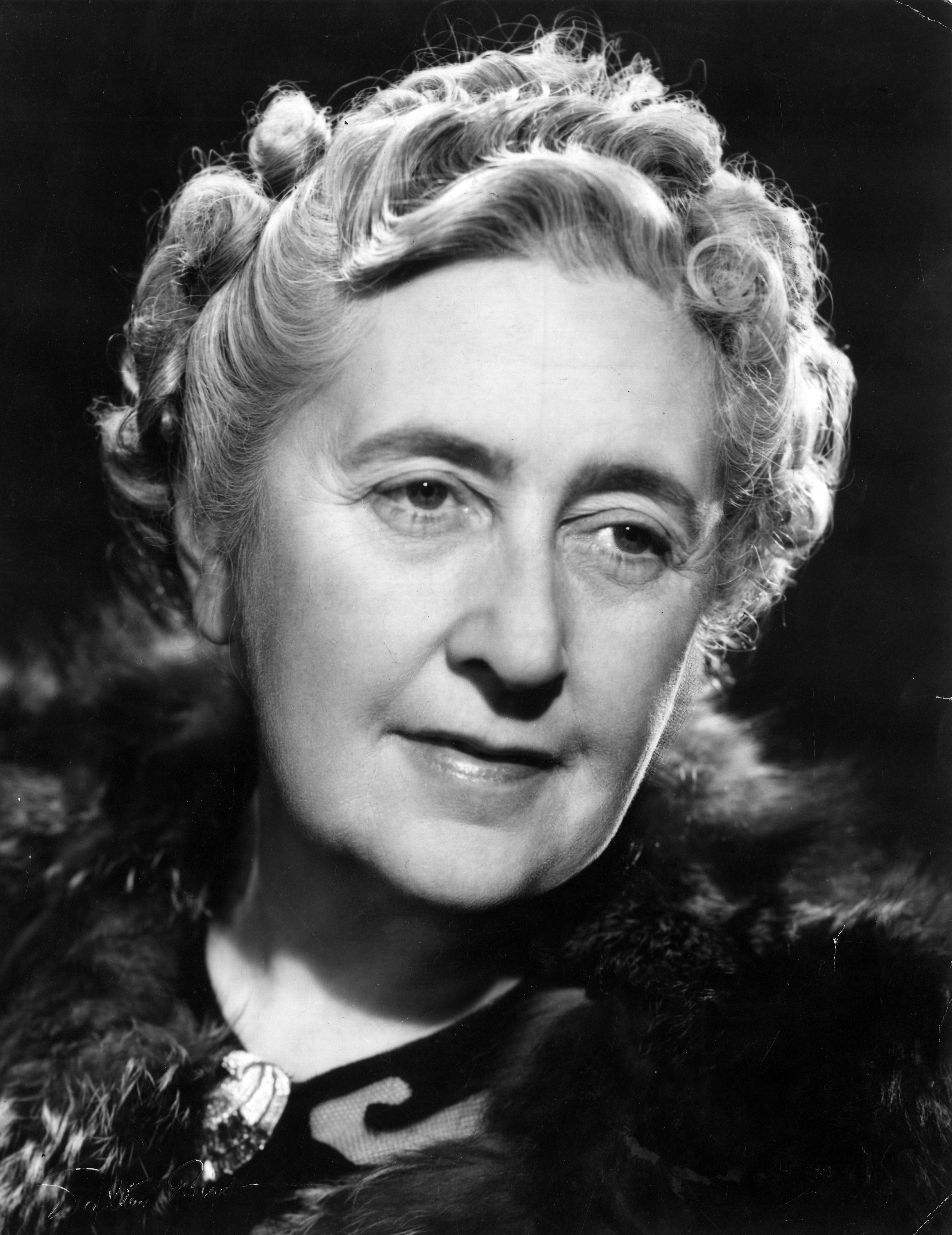 an analysis of agatha christie Unlock the more straightforward side of and then there were none with this concise and insightful summary and analysisthis engaging summary presents an analysis of.